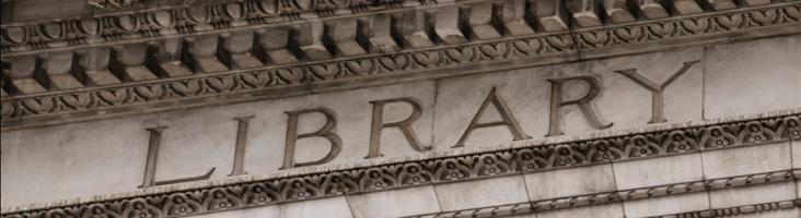 Fassade eines klassizistischen Bibliotheksgebäudes