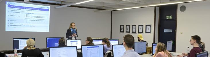 Schüler bei Informationskompetenzveranstaltung