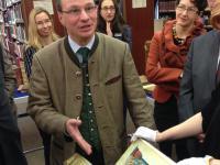 Staatssekretär Bernd Sibler besucht Universitätsbibliothek Würzburg
