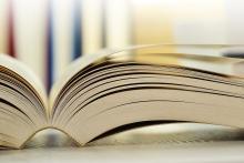 Foto eines aufgeklappten Buches