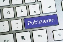 """Computertastatur mit einer Taste """"Publizieren"""""""