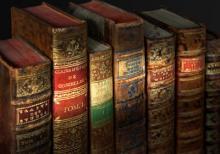 Buchreihe mit einigen französischen Grammatiken